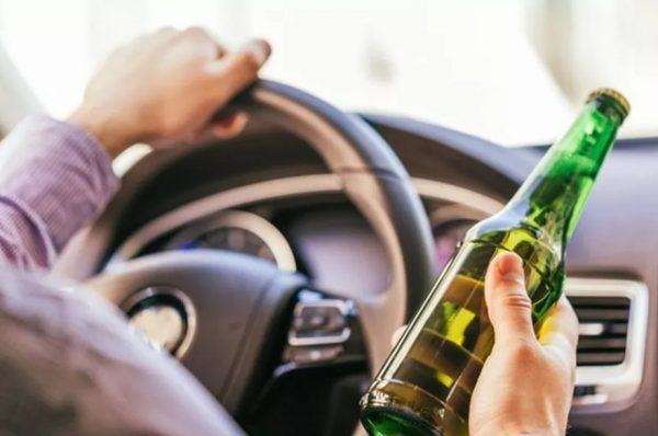Beber e dirigir é crime, e pessoas insistem nesse delito em Goiás