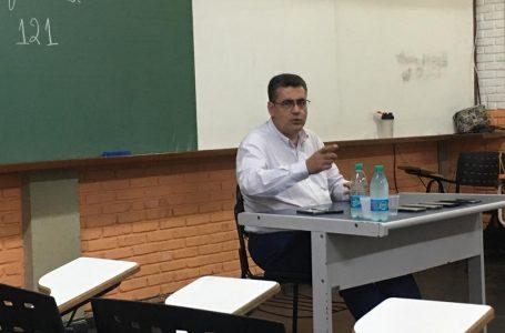"""""""No fim é um jogo de versões. E a equipe de Bolsonaro desde a eleição, tem se saído melhor em vender a sua"""""""