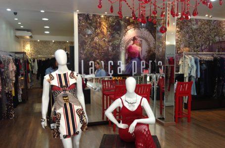 Lojistas no ramo da moda têm buscado estratégias para driblar a crise: as promoções