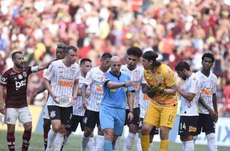 Flamengo Goleia Ceará e bate recorde de vitórias na entrega da taça do brasileirão